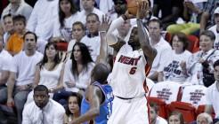 LeBron James au-dessus de Kevin Durant