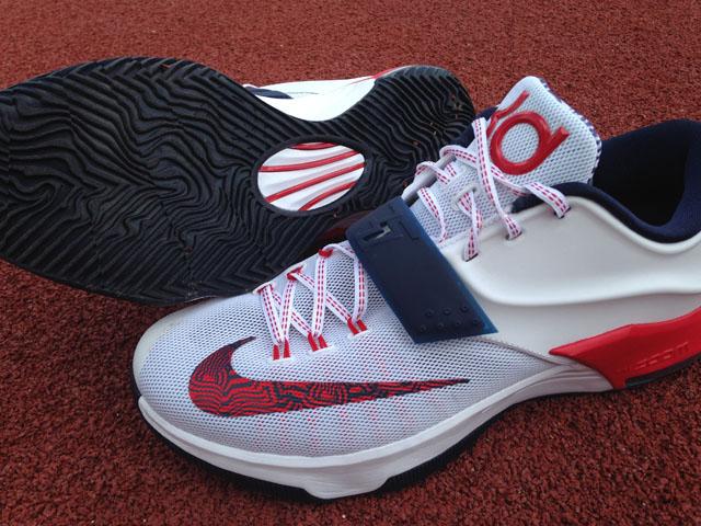 free shipping 9c588 48cb4 Deuxième volet de nos tests de chaussures pour la saison 2014-15. Cette  fois on enfile la KD7, la possible dernière signature de Kevin Durant chez  Nike.