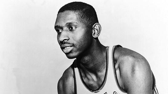 Décès de Earl Lloyd (1928-2015), le premier Noir de l'histoire de la NBA