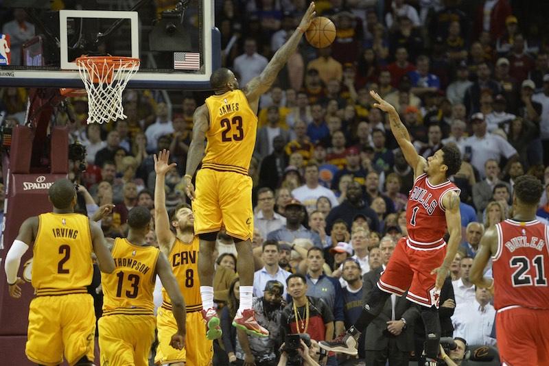 Cleveland - Chicago : LeBron James en apesanteur