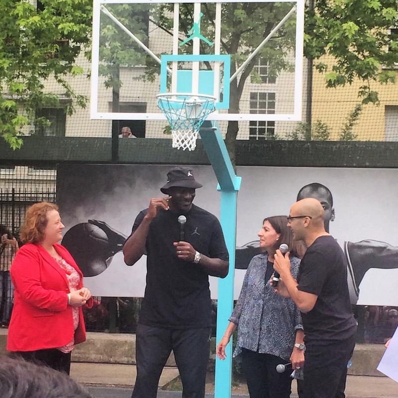 Paris : Michael Jordan inaugure le Jordan Legacy Court dans le 20e arrondissement