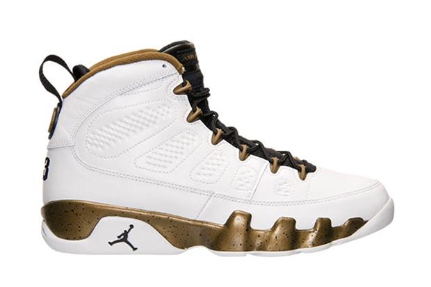 site réputé bdcdb 3abd6 Une Air Jordan 9 en hommage à la statue de Michael Jordan ...