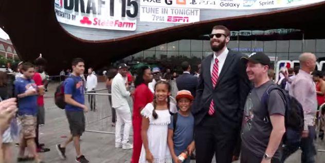 LeBron James, producteur d'un film sur l'imposteur de la draft