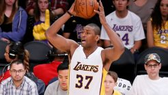 151115_lakers_v_pistons_069