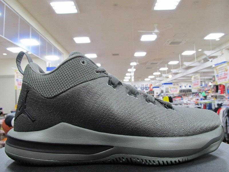 d8659f8558e0 Le gris semble être la couleur des playoffs pour Nike et Jordan Brand.  Comme la KD9 Elite