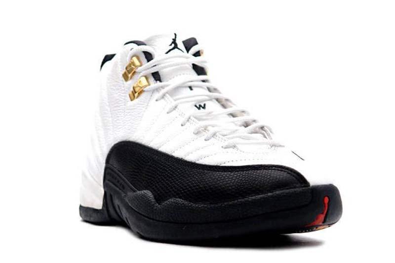 Et si la grosse sortie de l'hiver était la Air Jordan 12 « Taxi » ? C'est  en tout cas ce qu'annonce Sneakerfiles.com, en précisant que l'iconique  coloris ne ...
