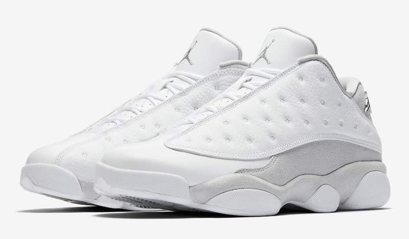 Pure Money », « Pure Platinium »… Plusieurs noms circulent pour désigner la  prochaine sortie de la Air Jordan 13 Low. L'essentiel, c'est le mot « pure.  »