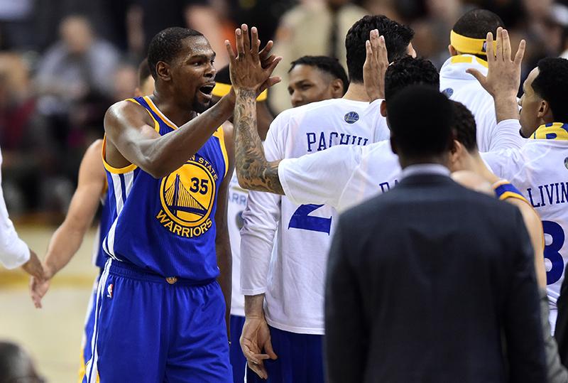 Pour retrouver le sommet de la NBA après la dernière Finale perdue, la stratégie des Warriors était simple l'été dernier : « All in » sur Kevin Durant.
