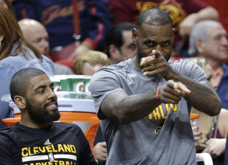 Golden State fête son titre, LeBron James moqué — NBA