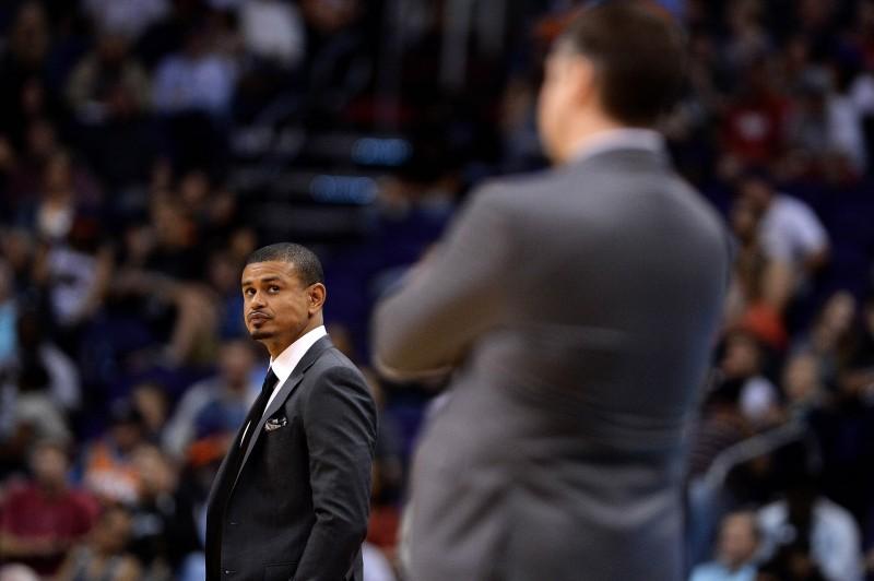 Phoenix limoge son entraîneur Earl Watson après seulement trois matches