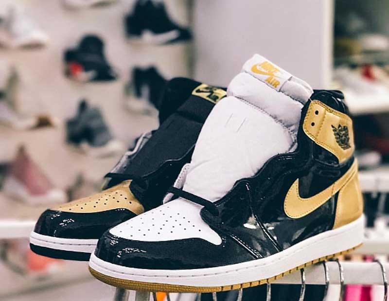 photos officielles 39eed c1b56 Une Air Jordan 1 en noir et or pour le All-Star Game ...