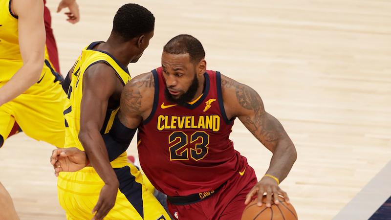 Énorme, James maintient Cleveland dans le coup — NBA