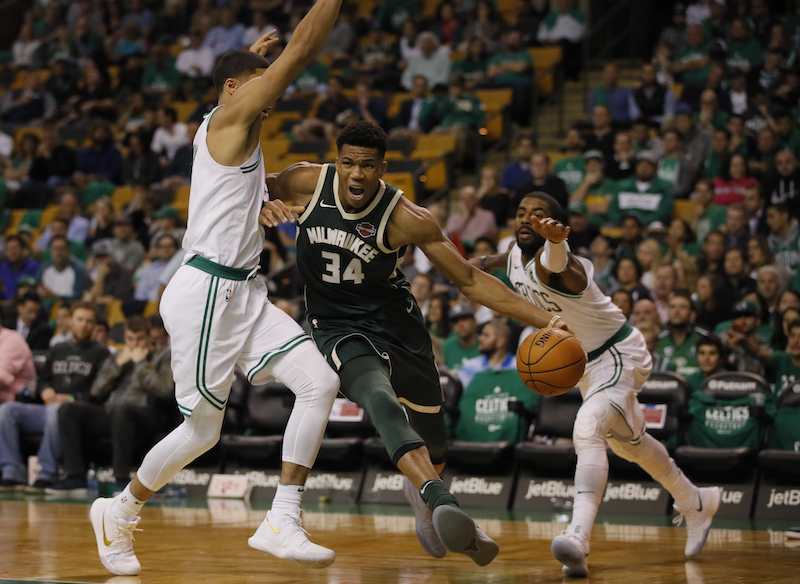 Boston prend l'avantage face à Milwaukee après une incroyable fin de match