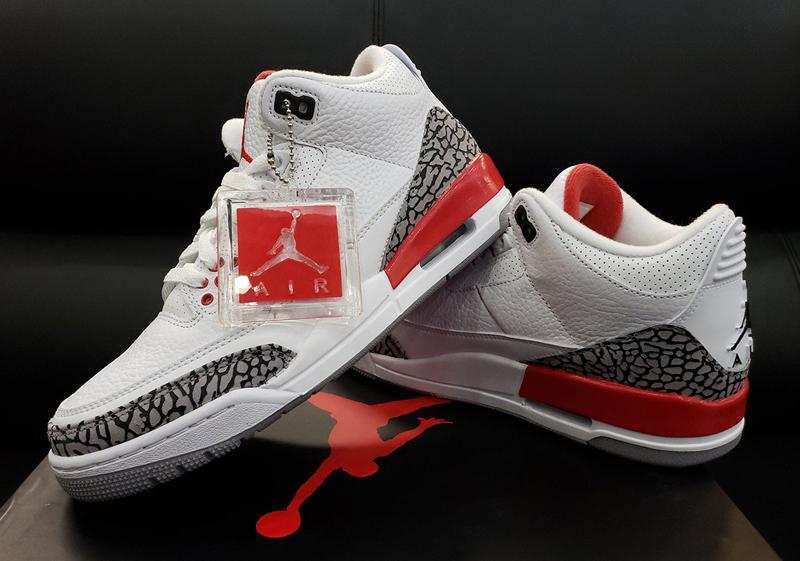 Un peu de « white/cement », une dose de « Fire Red« , et voilà un nouveau  coloris pour la Air Jordan 3 ! Le 5 mai, cette teinte officieusement  baptisée « ...