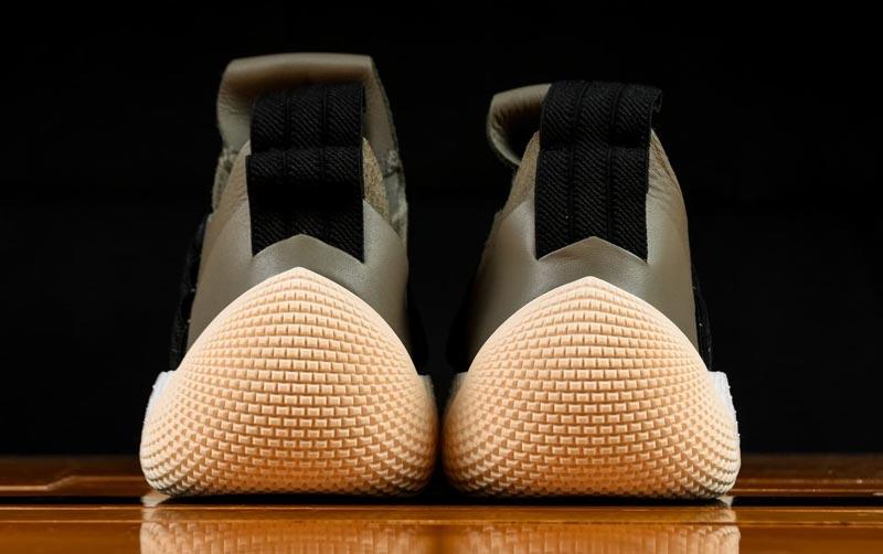 new style 6cf48 b5f2e Cette chaussure est attendue pour le 28 mai, au tarif US de 160 dollars.  Évidemment, elle n est pas destinée à un usage sur les parquets.