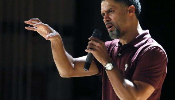 Vingt ans avant Colin Kaepernick, Mahmoud Abdul-Rauf revient sur sa mise au ban de la NBA