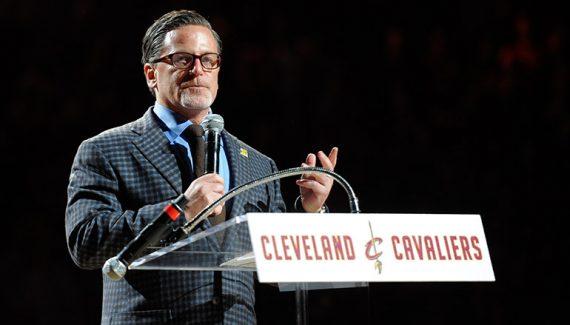 Le propriétaire des Cavaliers revient sur les départs de Kyrie Irving et de LeBron James