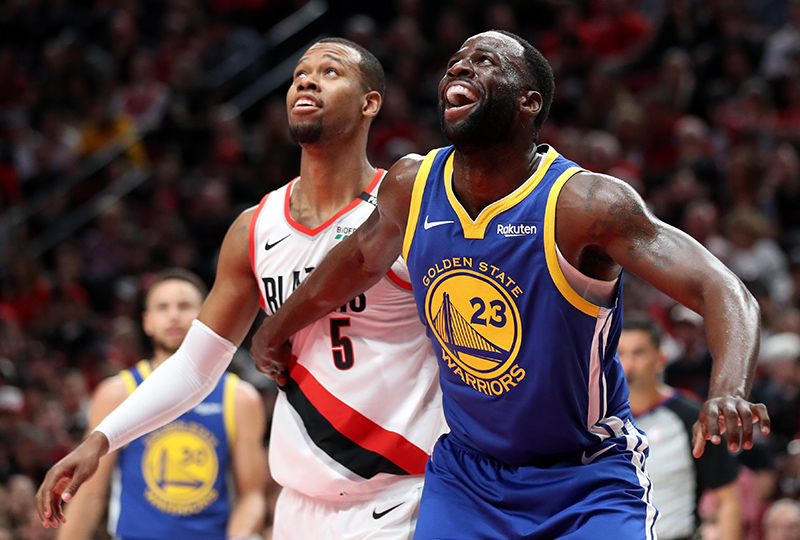 On Draymond Green shoulders (20 points, 13 rebounds, 12 assists), in triple doubles, the Warriors gave a lesson again in reality to Blazers too soft in the second half.