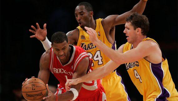 Le 30 mars 2007, Yao Ming arbitre le duel Kobe Bryant – Tracy McGrady
