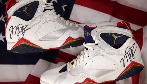 Deux paires de chaussures de Michael Jordan vendues aux